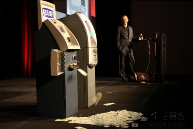 抢劫ATM只需一个U盘,无需铁锤、推土机 233352jc8sfhkdx5dkkz5k.png