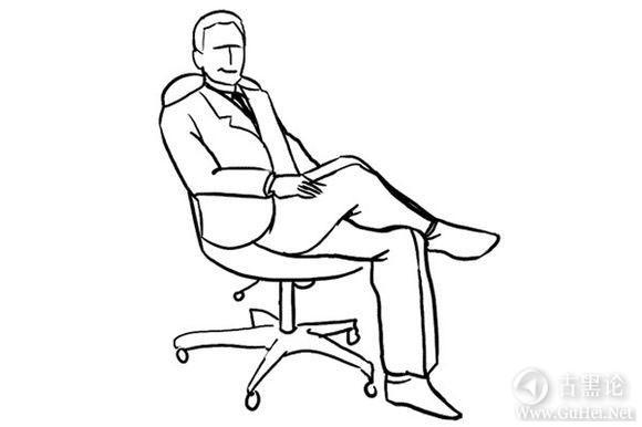 男生帅气拍照姿势大全! 深坐椅子.jpg