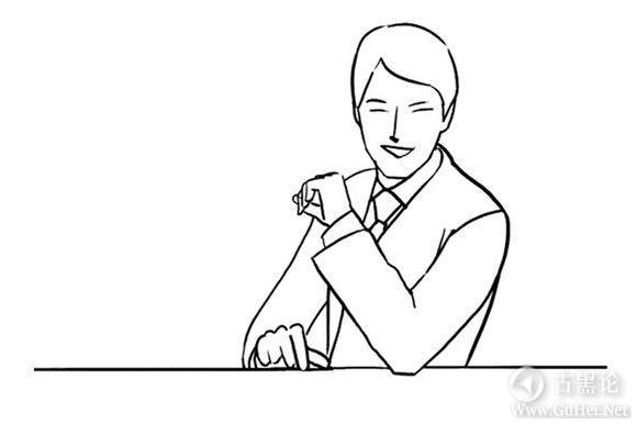 男生帅气拍照姿势大全! 坐在桌前2.jpg
