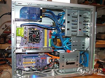 电脑里面的江湖 之 机箱 440px-PC_case_modified.jpg